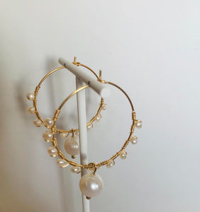 SAM & CEL - Steel creole earrings with freshwater pearls