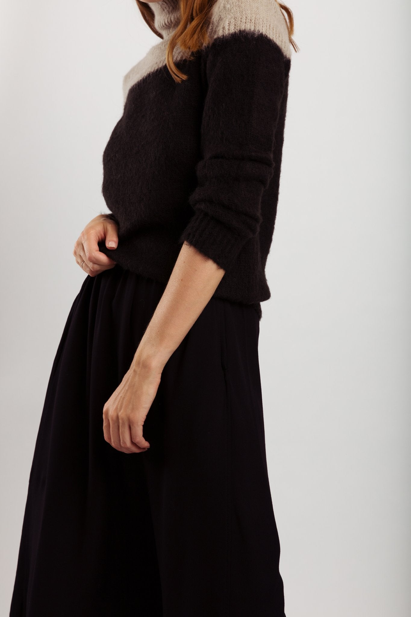 Wearable Stories - Lydia black knitwear pull