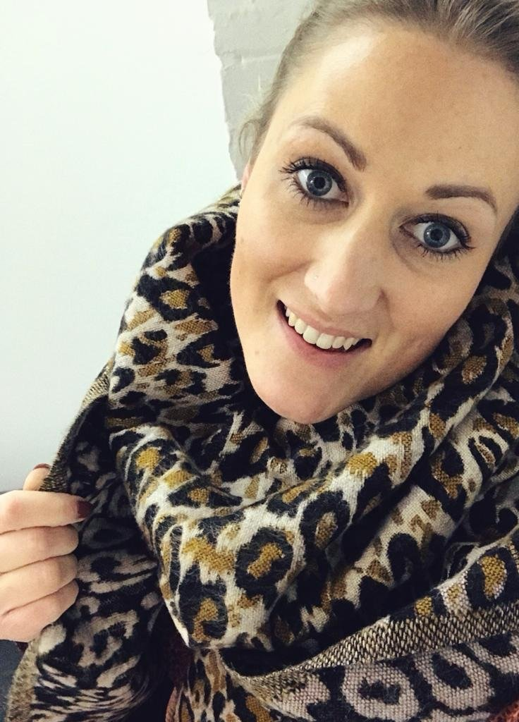 Unmade Jeanette scarf leopard print