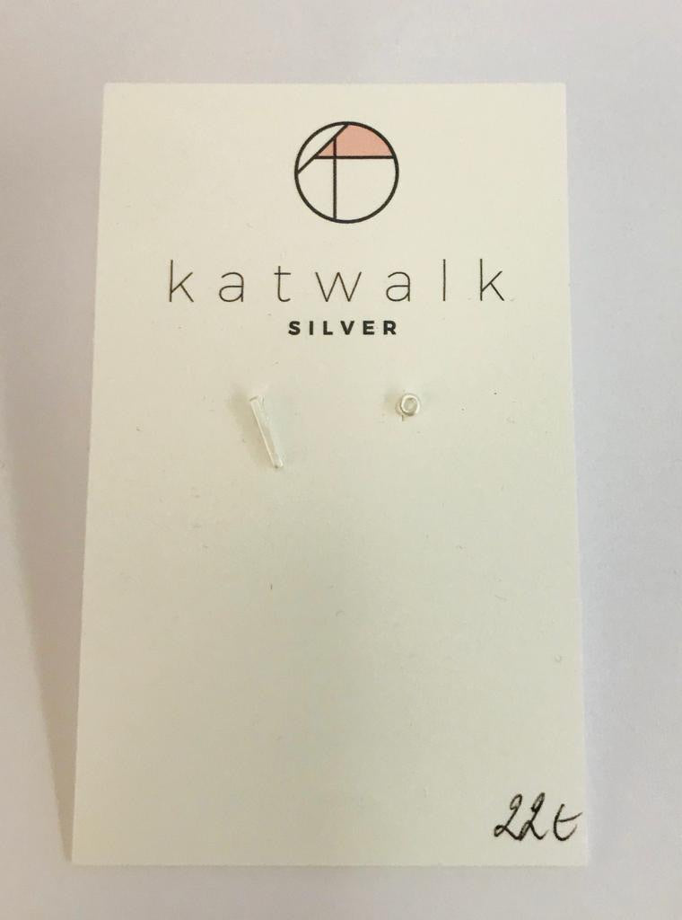 Sterling silver 925 set of bar and open circle stud earrings by the Belgian brand Katwalk Silver.
