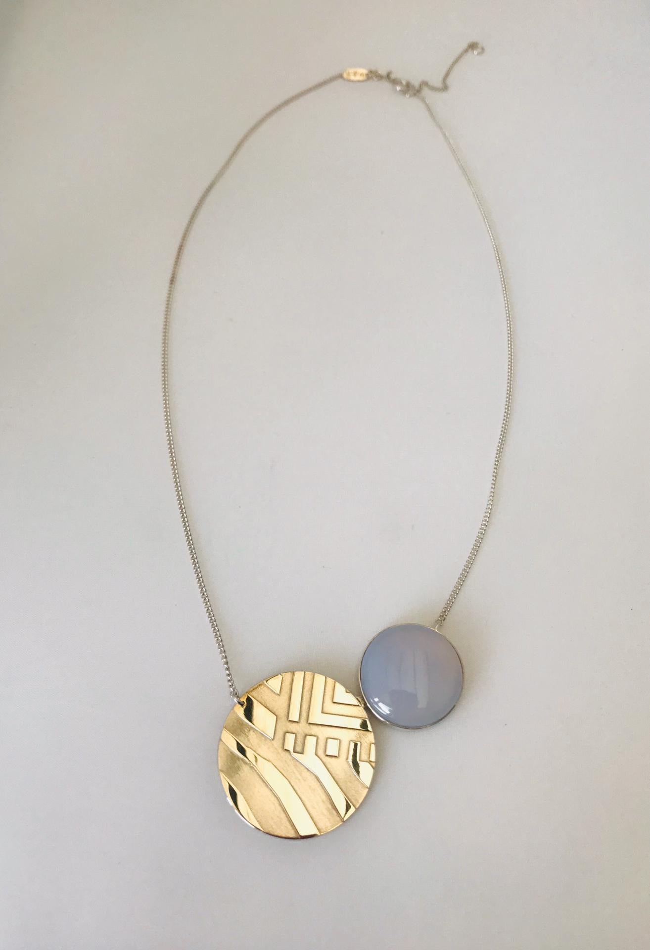 Wouters & Hendrix - silver circle relief necklace with blue grey half gems