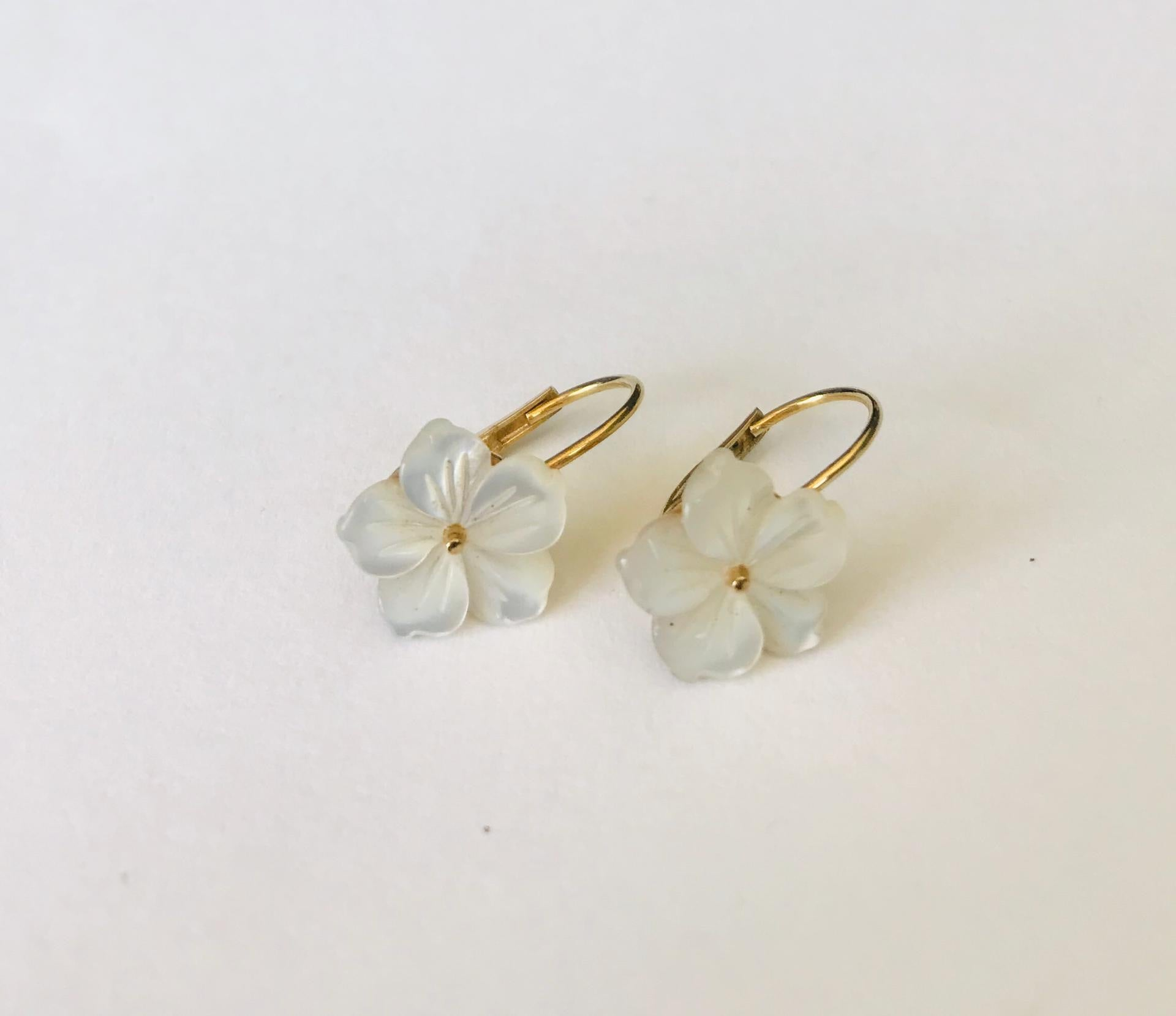 Wouters & Hendrix - gold plated earrings with mother of pearl flower