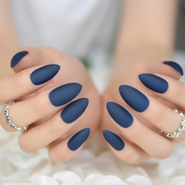 Gorgeous almond shaped nails-pugnent.com