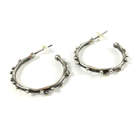DAPHNE HOOP EARRINGS WITH SILVER CAVIAR