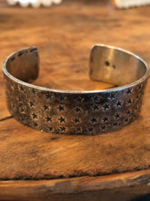 Load image into Gallery viewer, Vintage Star Cuff
