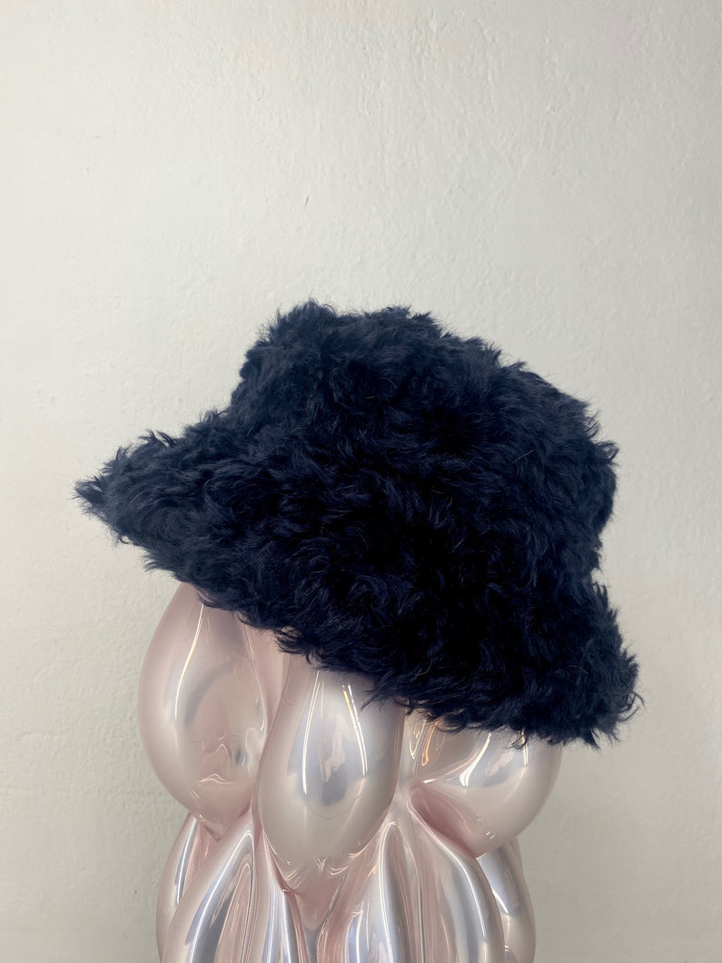FUZZY HAT BLACK