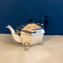 Load image into Gallery viewer, Beautiful Antique Silver Quality Silver Plate Teapot