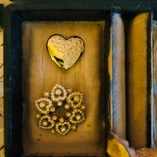 Load image into Gallery viewer, Gold Heart Brooch