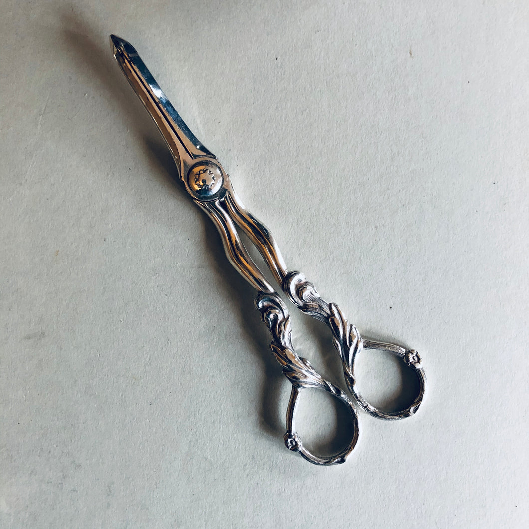 The Headhunter Camila - Antique Silver Plate Grape Scissors