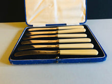 Load image into Gallery viewer, The Headhunter Logan - Set of 6 Gold Tone Butter knives