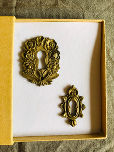 The Pimp Bailey - Antique Brass Door Keyhole Cover
