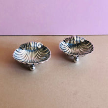 Load image into Gallery viewer, Master Arthur - Pair of Antique Silver Shell Design Salts 1899