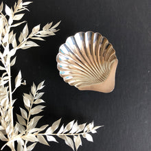 Load image into Gallery viewer, Master Ken -  Antique Silver Shell Design Salt Dish