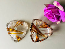 Load image into Gallery viewer, Midcentury Vintage Heart Shape Glass Trinket Box