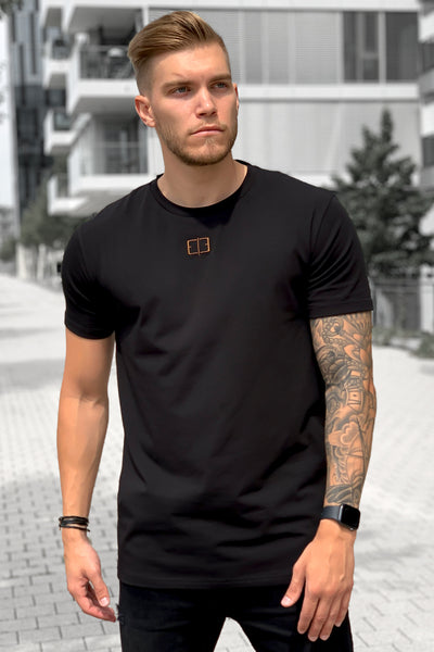 BLACK CENTERED LOGO TEE
