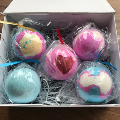 White Keepsake Gift Box (With Five Bath Bombs)
