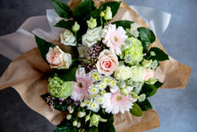 Load image into Gallery viewer, Isabella Classic Bouquet