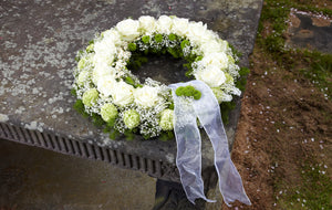 white rose and chrysanthemum funeral wreath