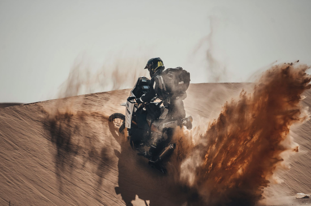 WATCH NOW - Desert Photographer Bastian Brüsecke Puts His Boblbee Gear To The Ultimate Test