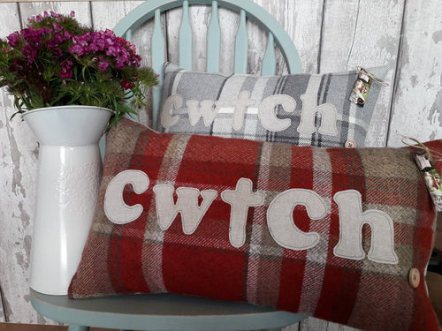 Red Signature Collection Cwtch Cushion