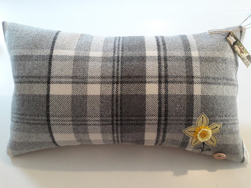 Welsh Collection Cushion STYLE 5 - Rectangle with Daffodil