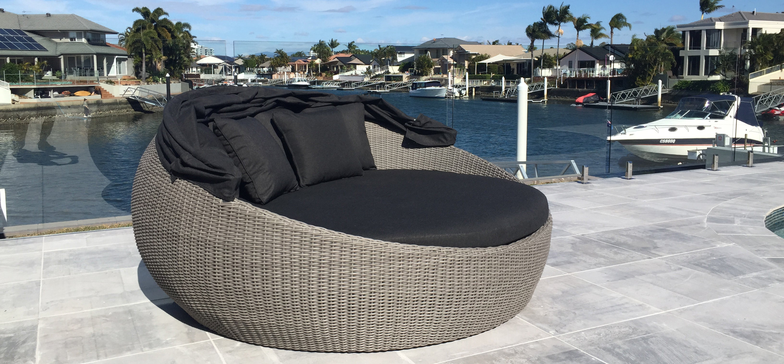 Picture of: Shop Modern Outdoor Wicker Daybeds Online United House