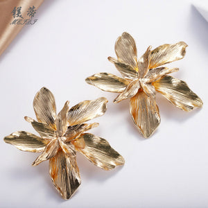 NIRUMON Flower Design Golden Fashion Earrings - NIRUMON