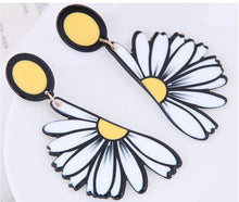 Load image into Gallery viewer, NIRUMON White Daisy Theme  Fashion Stud Earrings - NIRUMON