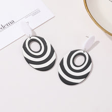 Load image into Gallery viewer, NIRUMON Oval Design Black & White Acrylic Earrings