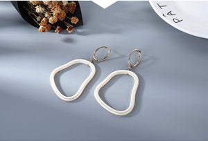 NIRUMON Geometric Design White Acrylic Hoop Earrings