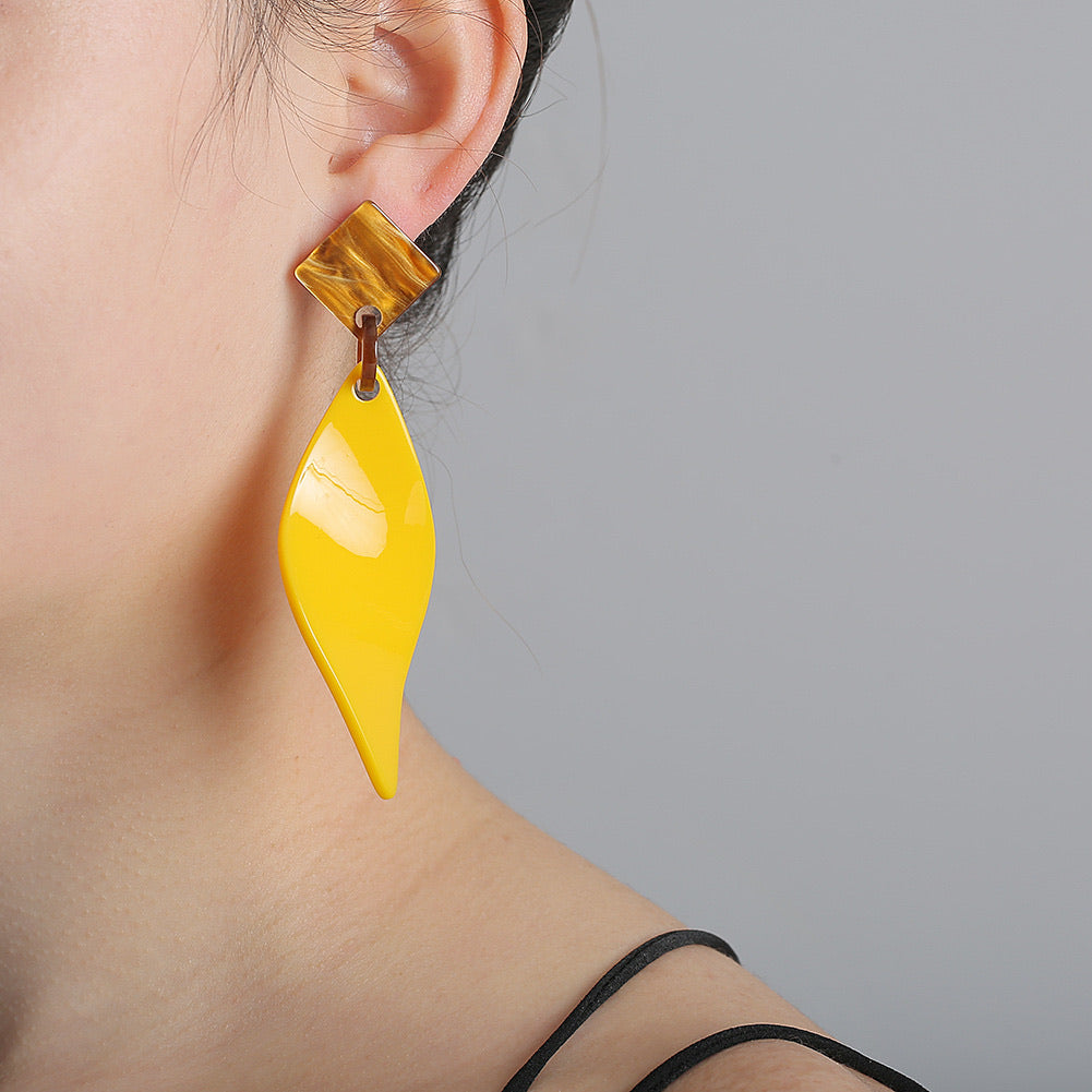 NIRUMON Geometric Design Yellow Acrylic Earrings