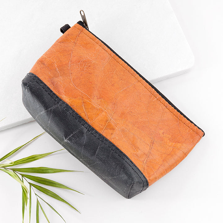 Wash and Make Up Bags in Leaf Leather