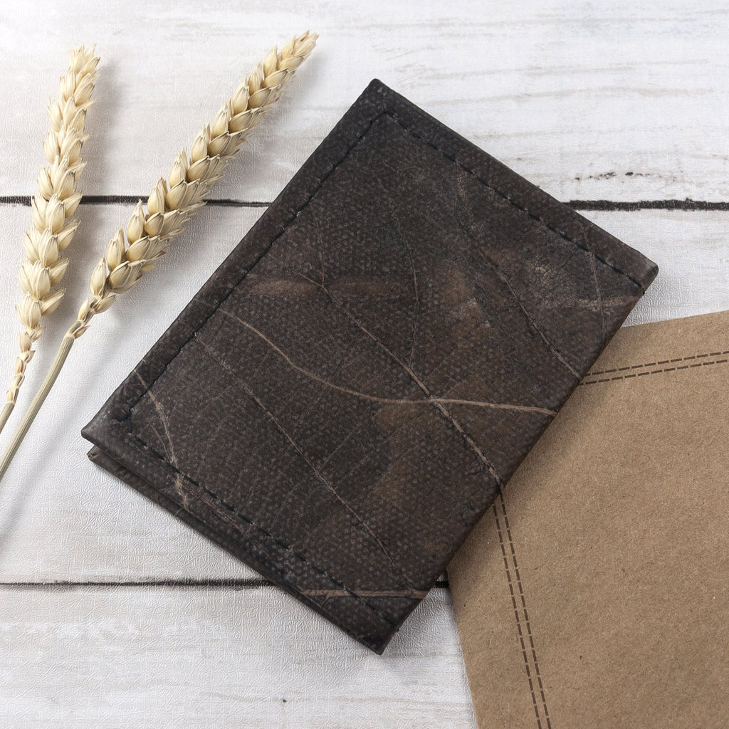 Bifold Cardholder in Leaf Leather - Pebble Black