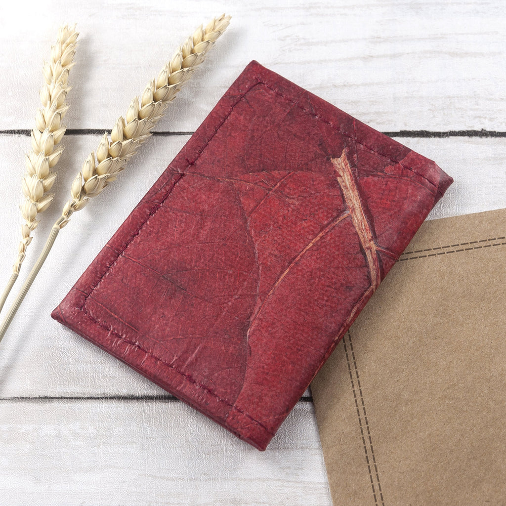 Bifold Cardholder in Leaf Leather - Berry Red