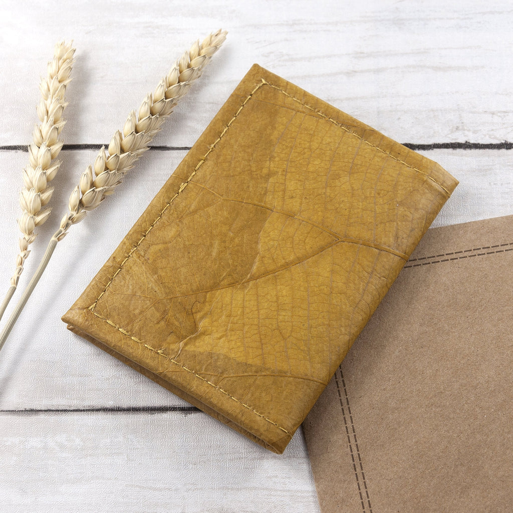 Bifold Cardholder in Leaf Leather - Tuscan Yellow