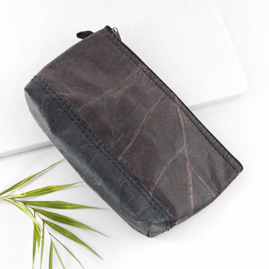 Riverside Wash Bag in Leaf Leather - Pebble Black