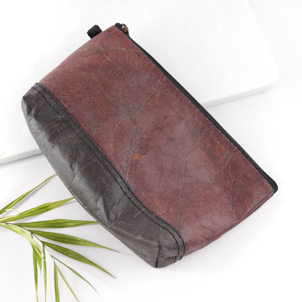 Riverside Wash Bag in Leaf Leather - Chestnut Brown
