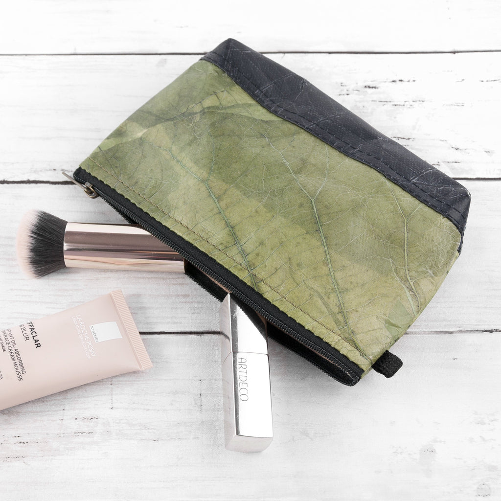 Riverside Wash Bag in Leaf Leather - Leaf Green