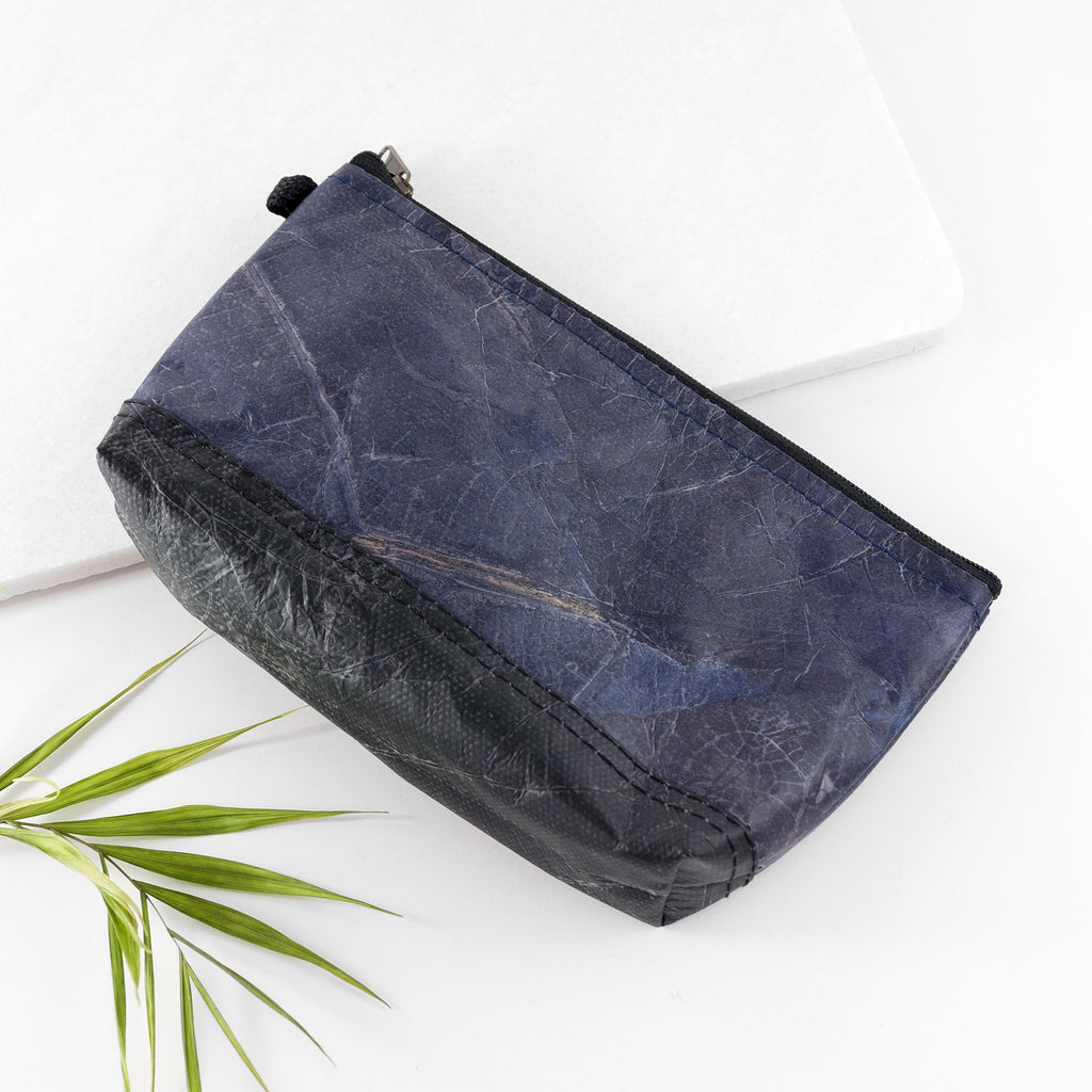 Riverside Wash Bag in Leaf Leather - Midnight Blue