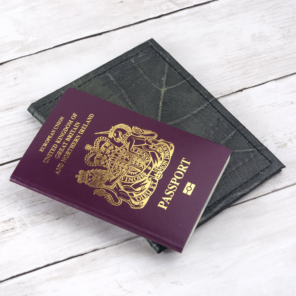 Passport Cover in Leaf Leather - Pebble Black