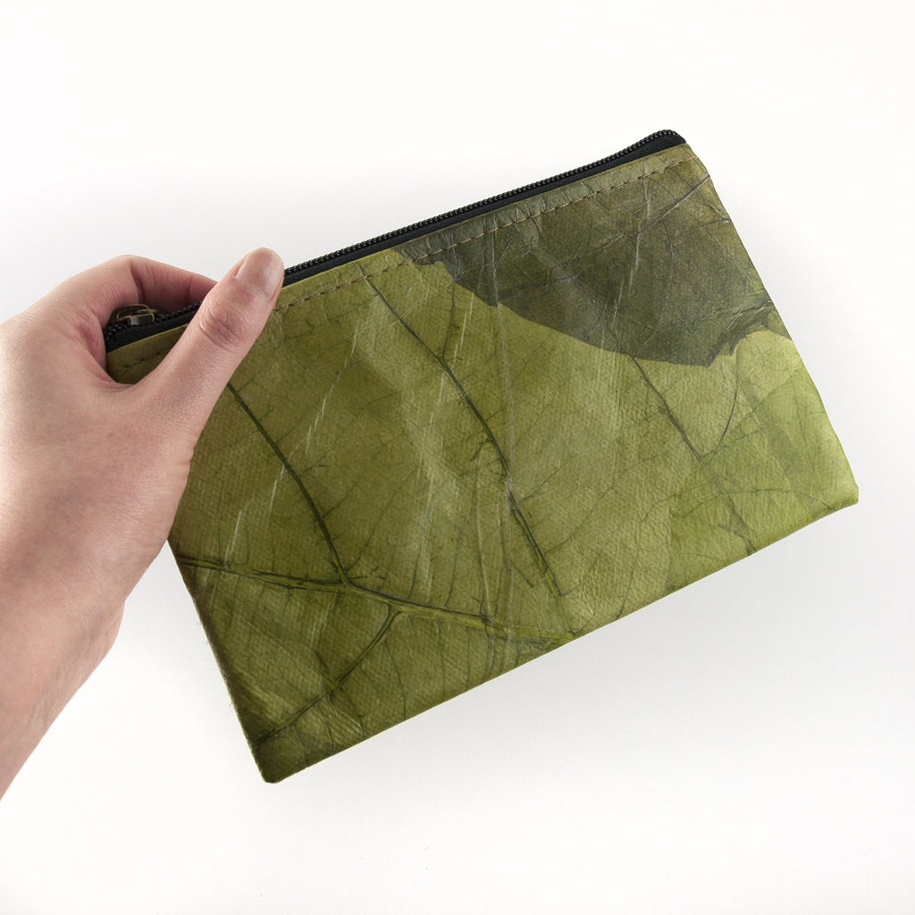 Small Clutch Bag in Leaf Leather - Leaf Green
