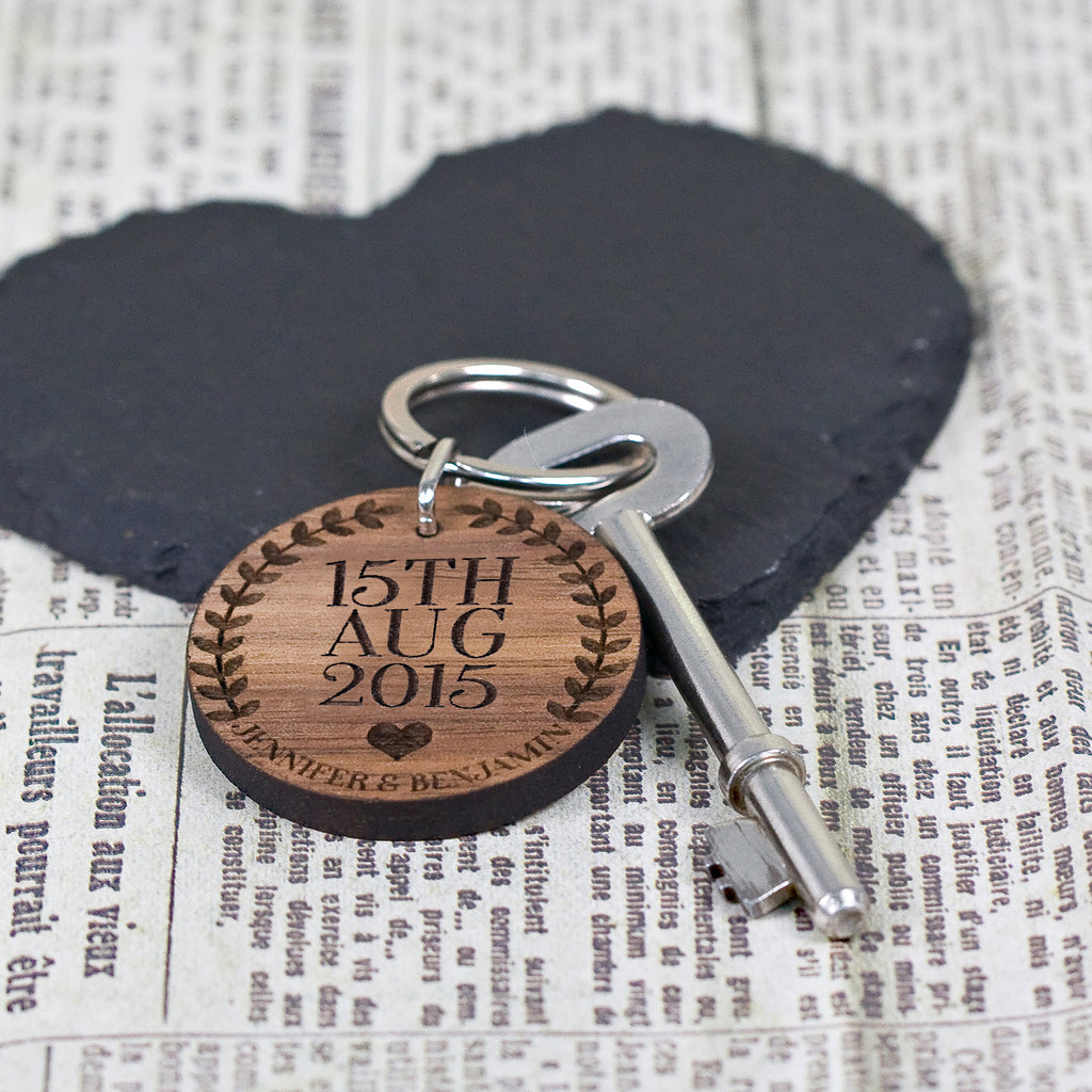Custom Special Date Keyring - Circular Wreath and Heart Design - treat-republic