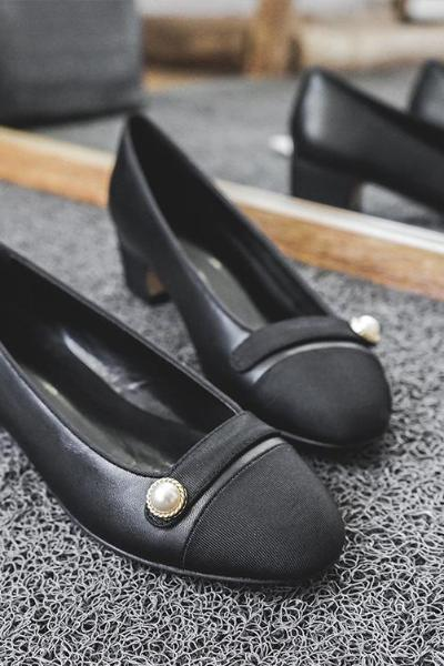 .Two Tone Imitation Pearl Detail Rounded Toe Pumps