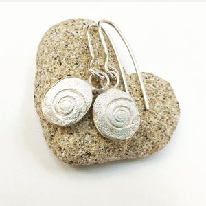 operculum earrings