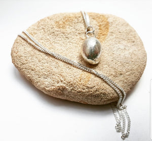 small cowrie pendant