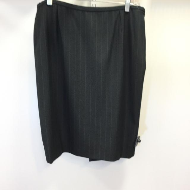 Women's Armani Collezioni Pinstripe Pencil Skirt. Size 42 - Chic To Chic Consignment