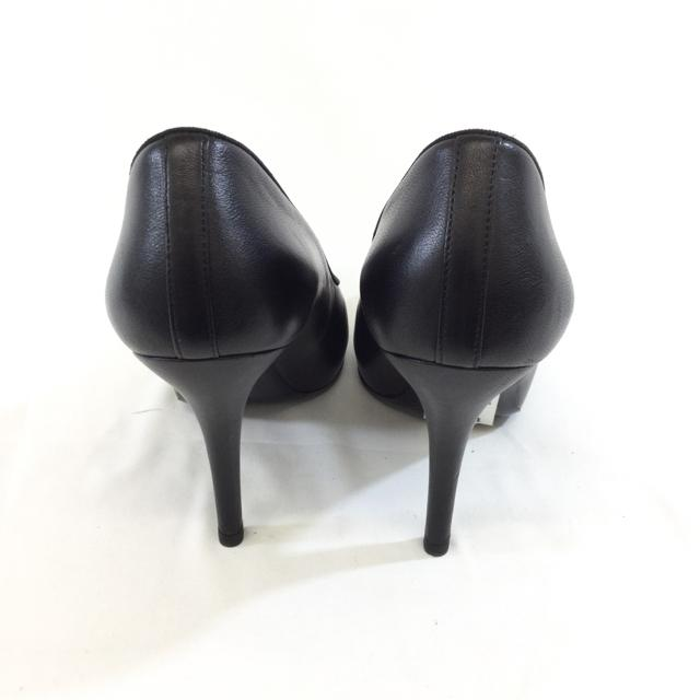 Chanel Leather Round Toe Pumps. Size 39