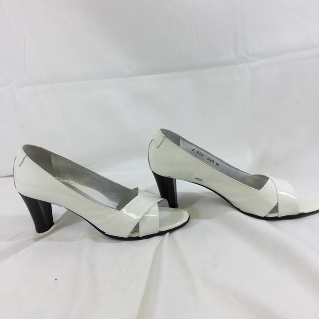 Taryn Rose Patent Leather Open Toe Pumps. Size 38.5 - shoesTaryn Rose38.5, Taryn Rose, WhiteChic To Chic Consignment