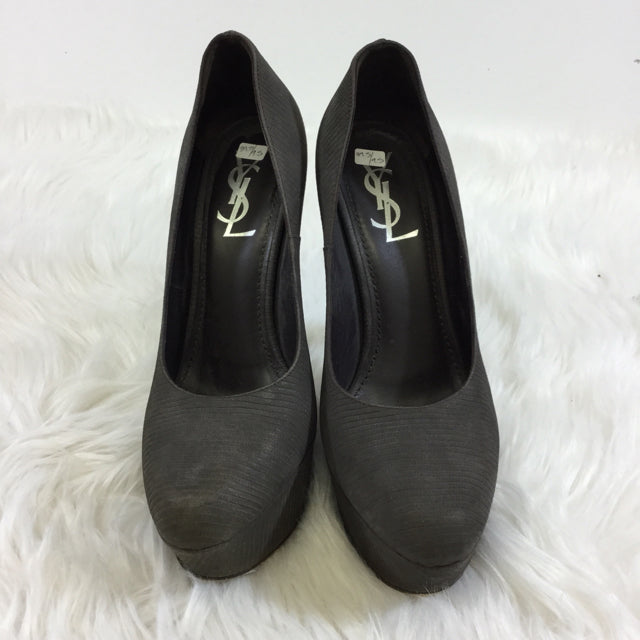 Yves Saint Laurent Leather Heels. Size 39.5