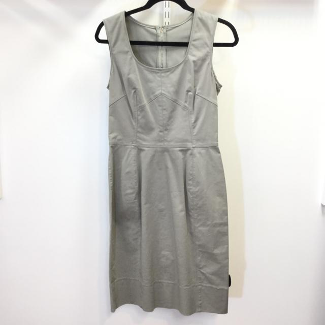 Women's Dolce & Gabbana Back Zip Dress. New with Tags. Size 44 - Chic To Chic Consignment